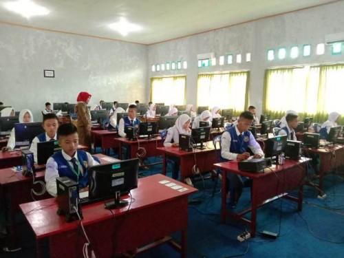 Pelaksanakan UNBK SMPN 35 Berasrama Kaur, Sampai Hari Kedua Berjalan Lancar